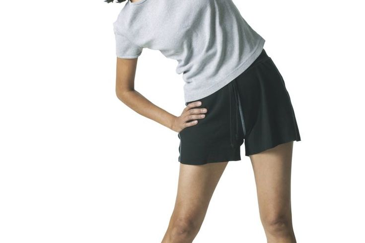 Estiramientos de los músculos dorsales anchos. Muy apreciados por los culturistas por la forma de V que dan al torso, tus dorsales anchos, son los músculos que van desde la parte posterior de la pelvis y la zona lumbar hasta tus brazos. Los dorsales demasiado fuertes pueden restringir el movimiento ...