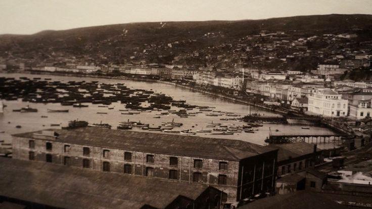 Vista del puerto de Valparaíso, ca. 1905 Técnica Albúmina/ 38 x 28 cm Colección MHNV