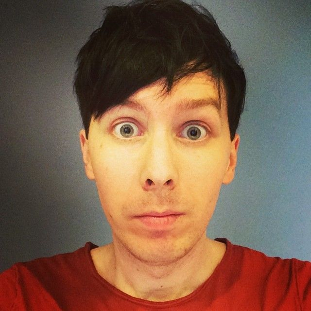 """""""I tried to take a new haircut photo but it looks like a prison mugshot"""" <ARE YOU KIDDING ME HE LOOKS LIKE AN ANGEL PHIL WHAT"""