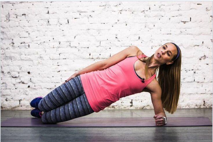 Workout voor na de bevalling: train online mee, thuis met onze mama fit programma. Thuis sporten, oefening: Heupen, schuine buikspieren, buikspieren en onder rug.