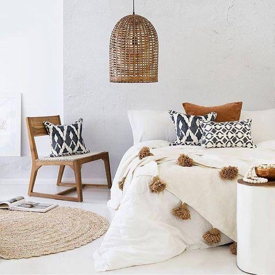 Moroccan pom pom blanket white