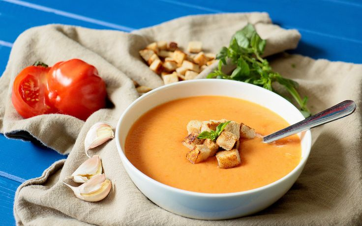 Gazpacho is a cold spanish soup who is made of tomatoes, pepper and other raw & healthy stuff / Wunderbare kalte Gazpacho-Suppe. Rohkost aus Peperoni, Tomaten und anderen gesunden Ingredienzien  #Gazpacho #Soup #spanish #Food #gesund #raw #rohkost #Suppe