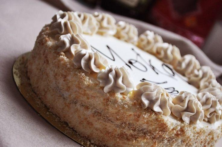 Кофейный торт «Мока» - пошаговый рецепт с фото: Это, пожалуй, один из самых простых тортов — на основе классического бисквита и масляного крема. - Леди Mail.Ru