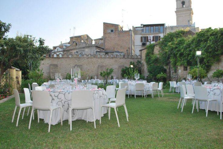 Sedia Tiffany bianca e coprimacchia Daphne / White modern Tiffany chair, cover tablecloth Daphne