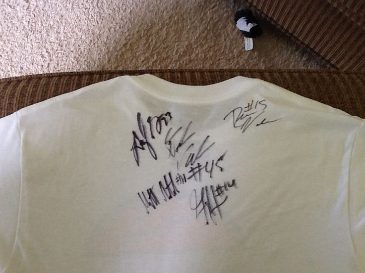 Autographed t shirt. Denzel valentine, Garry Harris, dramon green, drew valentine, and Matt. All except drew are msu b-ball players.