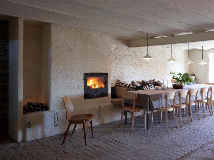 Sommerain64, huis voor 28! Met een slaapzolder… en bioscoop! Summerain64 is een prachtige boerderij voor 28 personen en is met natuurlijke materialen verbouwd en op ecologische wijze verwarmd. Het interieur is een combinatie van authentieke boerderijstijl en tijdloos design.