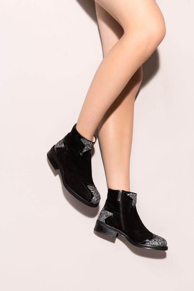 Seeing stars? The spotlight is on you with our Ziggy boots! Minna Parikka's Ziggy in black.