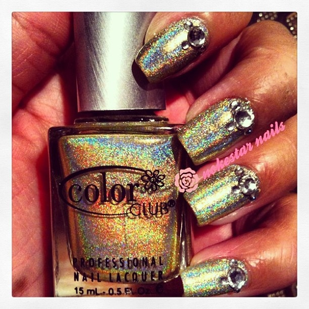 In love with this halographic nail polish by #colorclub  #ohhlalanails #mani #halograhic #nails