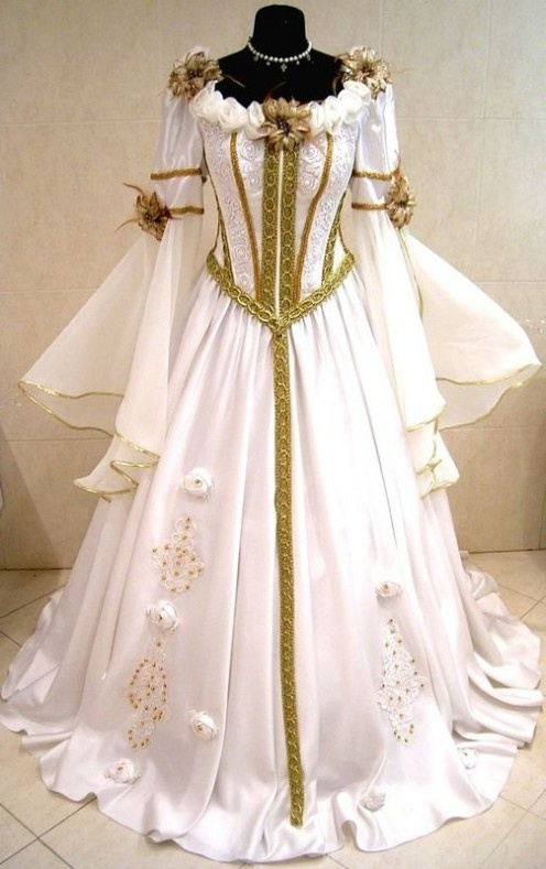 Medieval wedding dress At: http://weddingsocialnetworking.blogspot.com/2012/06/medieval-wedding-dresses.html
