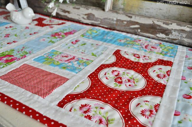 Tea and Biscuits Table Runner Tutorial | Make this pretty table runner inspired by English gardens with this simple tutorial!