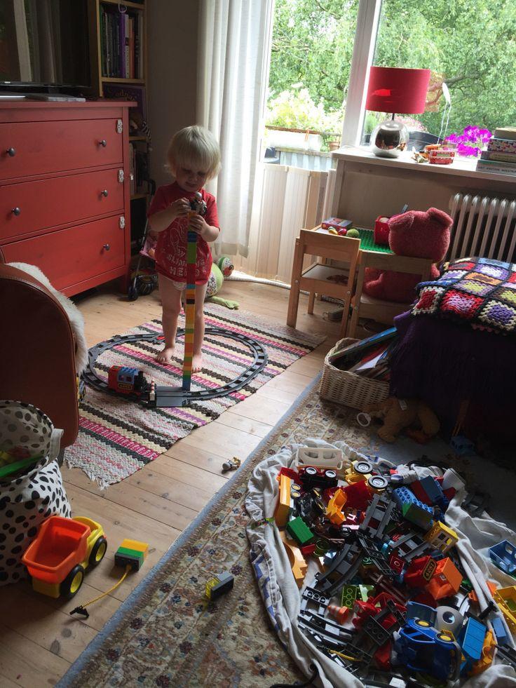 I går var det søndag og lille D var hjemme. Vi var på besøg hele eftermiddag og tidlig aften hos min far og hans kone. hvor Tv'et selvfølgelig ikke var tændt. Sjovt nok, var det ikke det stor…
