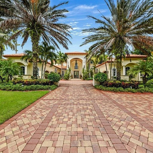 Magnificent custom-built home on a sprawling 1.3 acre property in esteemed Steeplechase, Palm Beach Gardens.  See more ofLisa Wilkinson's amazing listing in the recent edition of Haven Palm Beach!  Link in bio!  #haven #havenpalmbeach #realestate #realtor #realty #luxuryrealestate #luxuryrealty #luxuryhomes #luxuryhome #luxurylifestyles #luxurylifestyle #luxurylife #luxuryeverything #landscape #palmtrees #dreamhome #architecture #family #home #homesweethome #instaluxury #housegram #paradise…