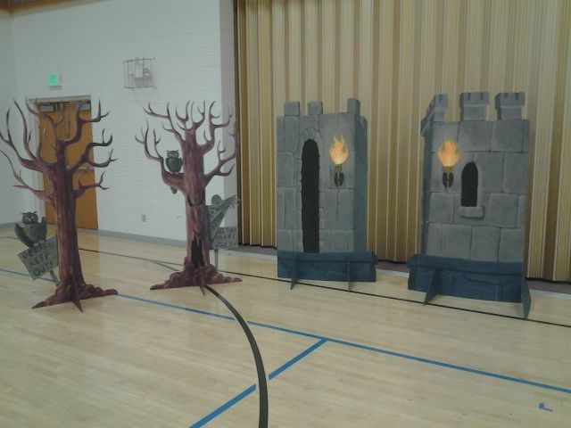 Simple set pieces that could be brought on for various scenes: Wizard of Oz Scenery.....