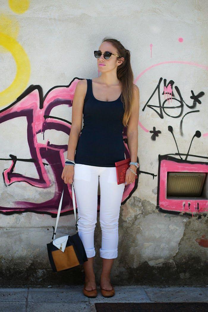 pantalone bianco + canotta blu