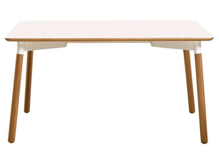 De Tabola-tafel is ontworpen door de Duitsers Kressel & Schelle en is geschikt voor een klein appartement in de stad. Het design is urban met een bovenkant van wit of antraciet laminaat of meer klassiek in eiken fineer, een gelakt metalen frame en massieve eikenhouten poten. De tafel is klein - en ruimtebesparend - maar verkrijgbaar met uittrekbladen, zodat er in een kleine keuken of huiskamer ruimte is voor gasten.