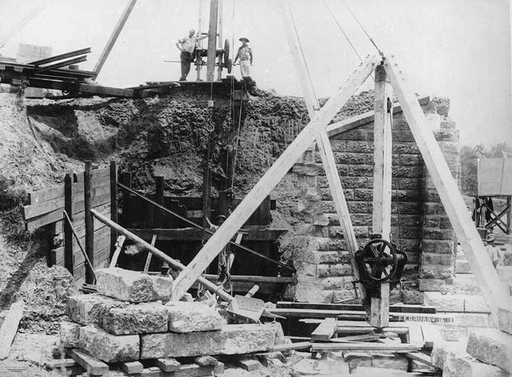 Construction of the second Indooroopilly Railway Bridge in Brisbane,Queensland in 1894. 🌹