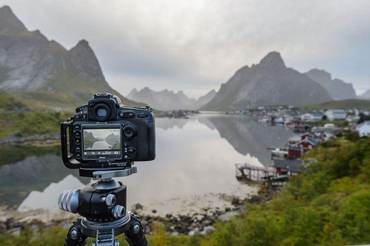 Fotomateriaal blijft een populair onderwerp bij fotografen.  In dit artikel leg ik uit welk materiaal ik gebruik en waarom. Van voor- en nadelen tot concrete tips om zelf je lijstje aan te vullen. #photography #tutorial