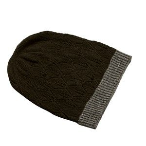 SUPERSOFT hat, army. The season's softest hat. Knitted with a beautiful leaf pattern and glitter hem, which makes it simple and exclusive. Made in sustainable wool from our Italian supplier.