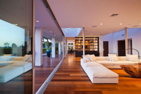 Sofa Interior from Luxury Outdoor House with Swimming Pool in Beverly Hills LA1 600x399 Luxury Outdoor House with Swimming Pool in Beverly Hills, LA