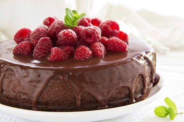 Il cheesecake al cioccolato con lamponi si prepara in pochi minuti perché non prevede cottura in forno o ai fornelli, è difatti un dolce al cucchiaio freddo, ma guarnito- poco prima di venir servito in tavola- con una calda e...  Continua a leggere→