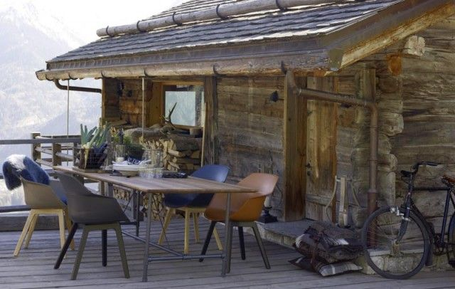 Outside sitting blockhaus log cabin ideas pinterest for Blockhaus modern einrichten