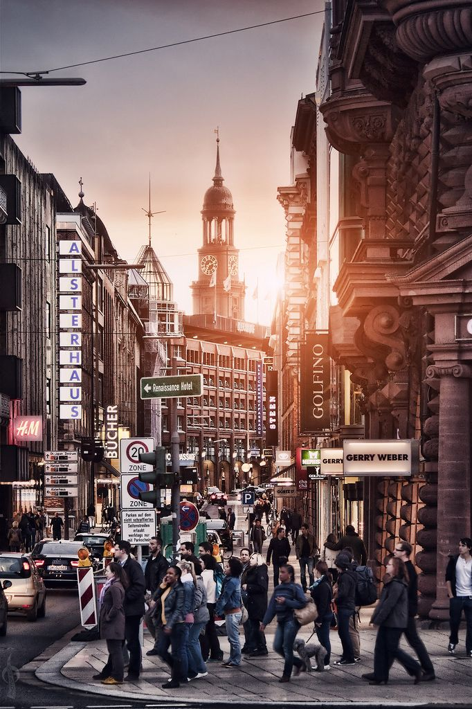 Hamburg    (Source: Flickr / larandy ) | #hamburg #altstadt #city #photography #dusk #crowd #hamburg <<< repinned by www.BlickeDeeler.de
