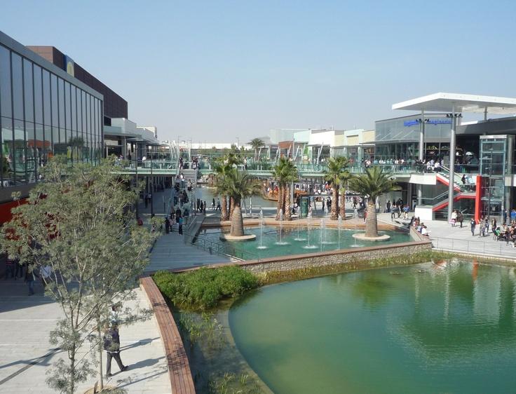 Centro Comercial Puerto Venecia, el mayor centro comercial y de ocio de Europa