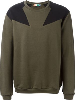 shoulder star patch sweatshirt