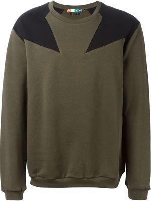 shoulder star patch sweatshirt