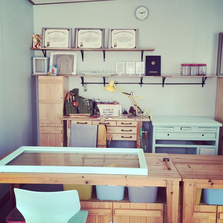 #benchjeweler #jewelry #shop#display #interior #makeover#glasscase #painting #diy#민트블 #mintblue #ショップ#インテリア#ミントブルー#彫金#机#ガラスケース#未完成#リメイク##리메이크 #죱 #진열장 #쥬얼리