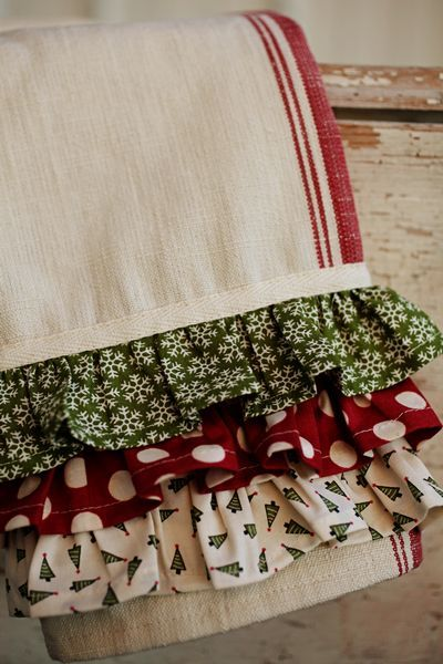 Add a Christmas pattern Ruffle to your towels~~would be a awesome gift too:)....<3: Add Ruffle, Christmas Pattern, Christmas Kitchen Towel, Ruffled Towel, Kitchen Towels, Christmas Dish Towel