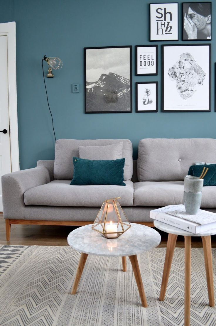 Blue living room design ideas -  Petrol Blue Op De Muur