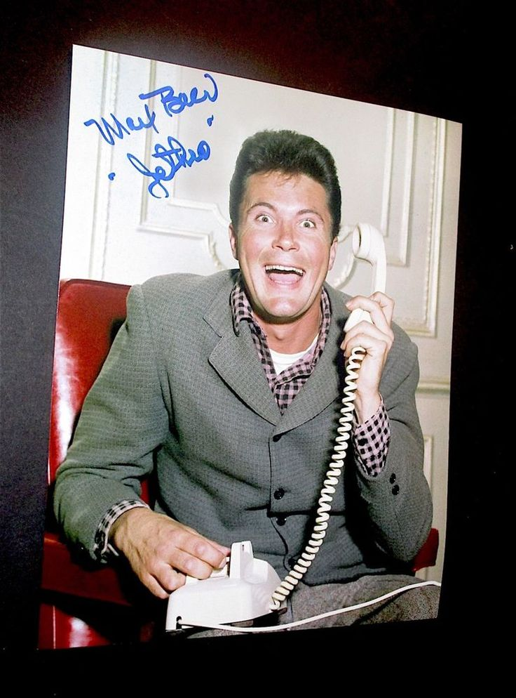 THE BEVERLY HILLBILLIES  /  MAX BAER JR.  /  EXCELLENT PHOTO SIGNED IN PERSON