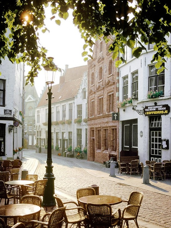 Cafe in Brugges, Belgium on a quiet morning catching up on my e-mails with my Spectre XT Touchsmart Ultrabook™
