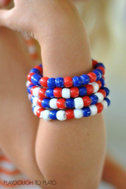 4th of July bracelets. Fun pattern activity and fine motor practice in one. Great 4th of July craft for kids!