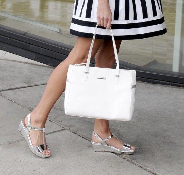 5 zomerschoenen die onmisbaar zijn in je kast *** 1) zilveren sandalen