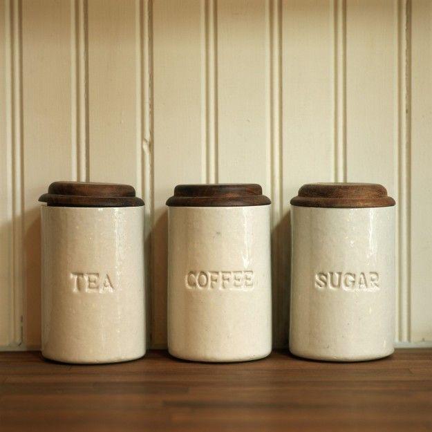Tres botes de cafe, te y azucar