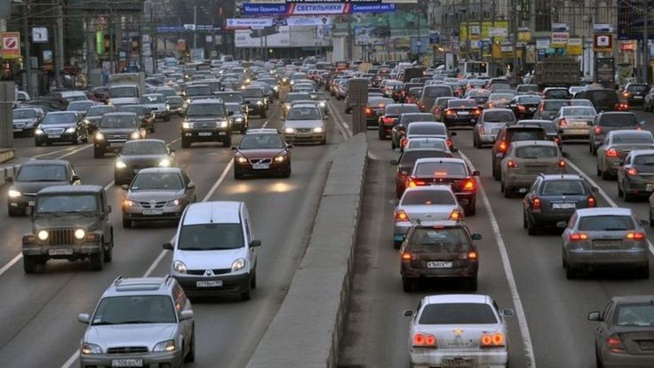 People who live near major roads have higher rates of dementia research that followed nearly 2m people in Canada over 11 years suggests. The researchers say air pollution or noisy traffic could be contributing to the brain's decline.