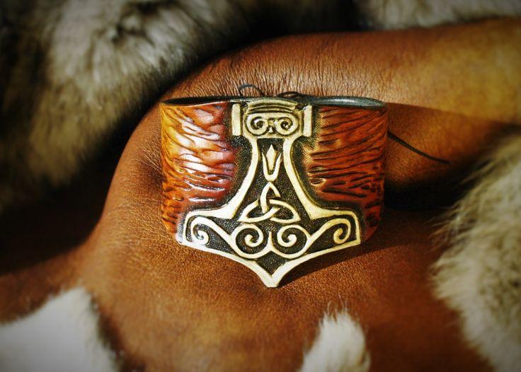 """Bracelet viking pour homme """"Marteau de Thor"""" en cuir repoussé : Bracelet par…"""