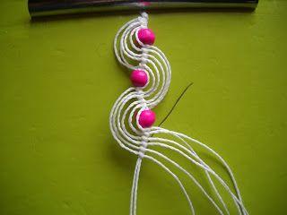 - Cortar 6 hilos de 50 cm aprox. (3 hilos para un aro, y los otros 3 para el otro) - cortar 2 hilos de 40 cm aprox (hilo guía) ...