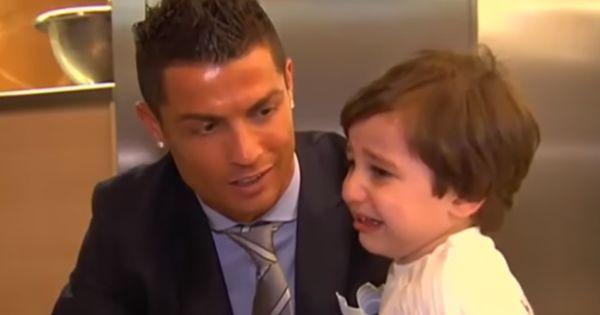 21 de dezembro de 2015: Ronaldo realiza sonho de orfão (FLASH!Vidas) Com: Cristiano Ronaldo e Florentino Perez