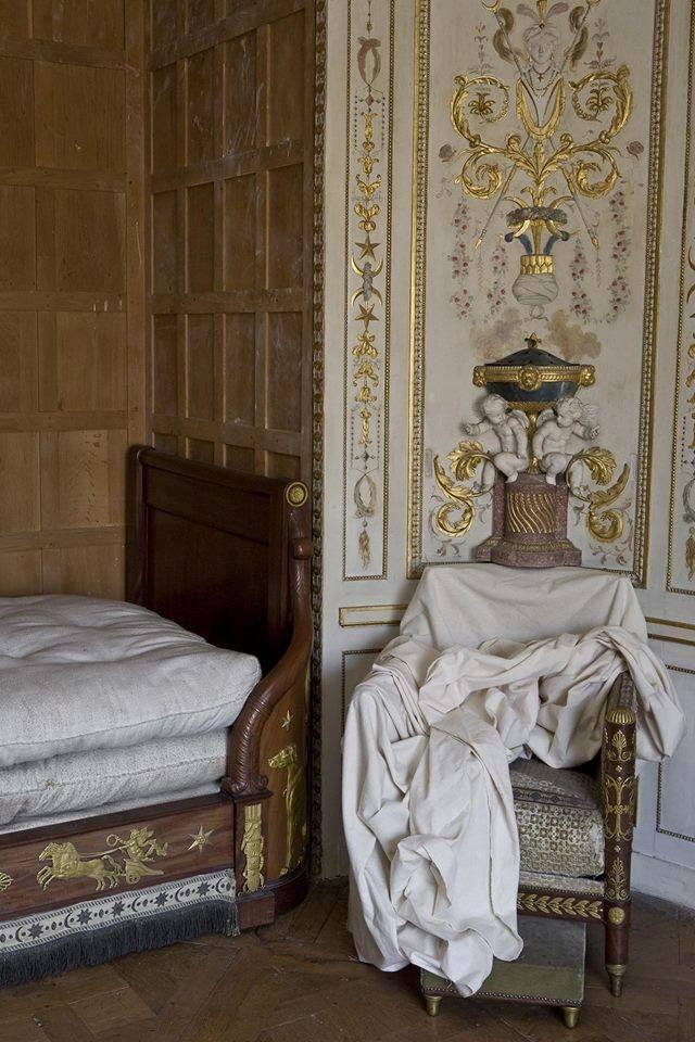 377 best ch teau de fontainebleau images on pinterest palaces chateaus and palace. Black Bedroom Furniture Sets. Home Design Ideas