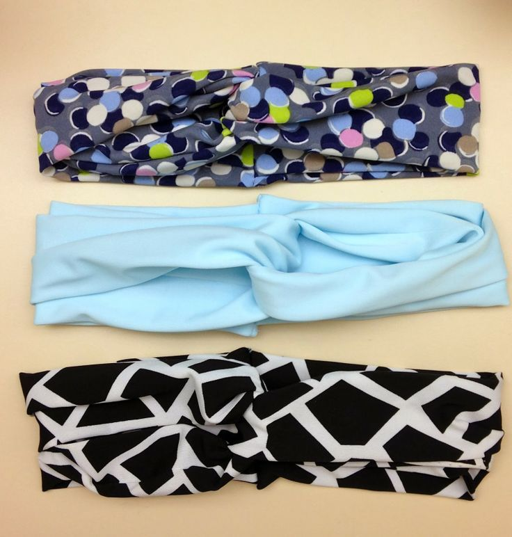 DIY Headband Tutorial (Super Easy!) These are really cute, and they look a lot more comfortable than plastic headbands.