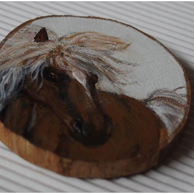 The horse by Agnieszka Sokołowska - hand painted on wood. #xantosia #koń #horse #лошадь #Pferd #brązowy #brown #drewno #reczniemalowane #handmade #handpainted #wood #fridge_magnet #art #nature #picture #gift