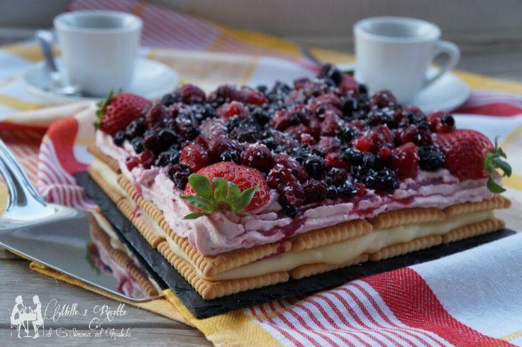 Torta due creme con frutta rossa senza cottura nel forno e una torta molto spesso preparata per la domenica. Una ricetta particolare...