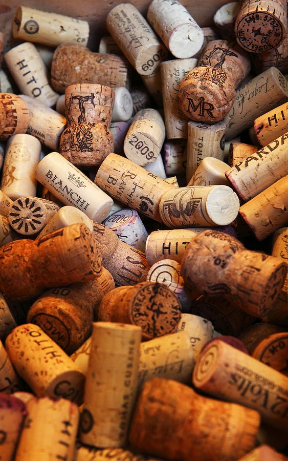 Corks for bottles of wine by Lluís Carro,