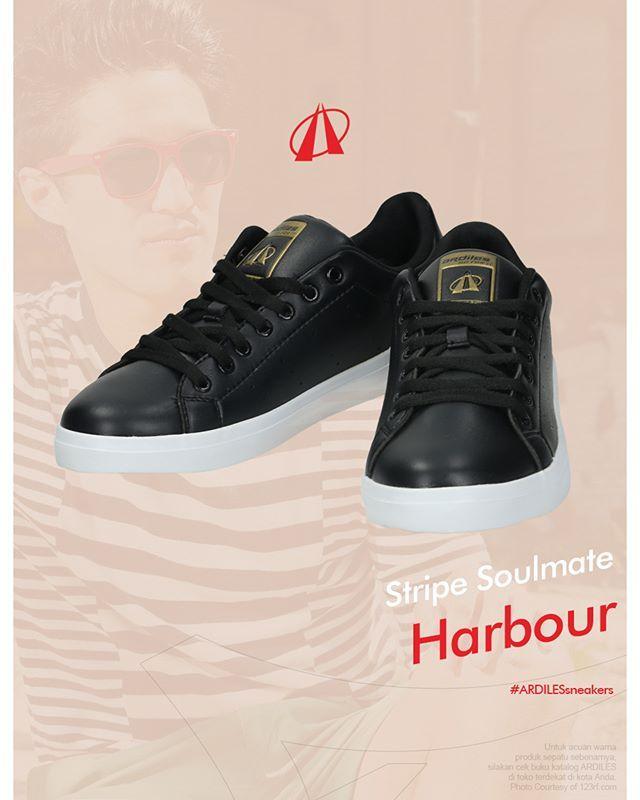 Stripe Soulmate  Harbour Hitam/Putih/Emas. Saat putih dan hitam mendapat ruang identitasnya, saat itu mereka saling menyeimbangkan. Dan sol karet organik; terlihat pakem bahkan sebelum kamu memakainya. Cek selengkapnya di www.ardilesmetro.com.  #ardiles #ardilessneakers #sneakers #indonesia #madeinIndonesia #NaturalRubber #doodle #fashion #pictoftheday #ootd #casual #keren #kekinian #livefolkindonesia #traveling #jalan2man #indie #jakarta #bekasi #surabaya #medan #palembang #pekanbaru…