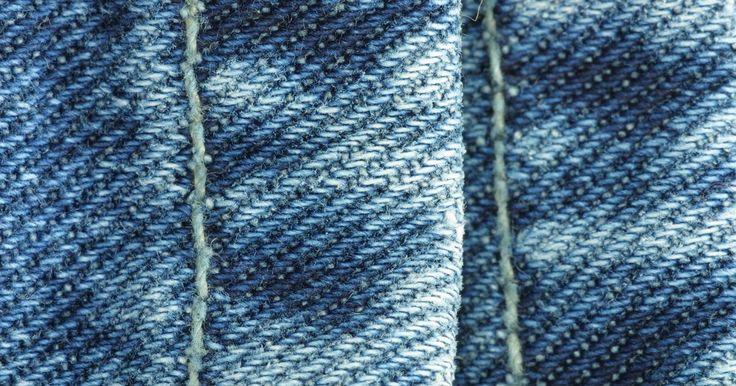 Ideias de artesanatos com jeans velhos. Artesanatos criados com brim possuem uma aparência interessante. Esse tecido é resistente, comum e fácil de limpar. Jeans velhos são as melhores fontes de roupa usada e macia para fazer projetos de artesanatos que resistirão ao tempo. Para usá-lo como uma colcha para se cobrir ou como um organizador de materiais e documentos, jeans velhos de uma ...