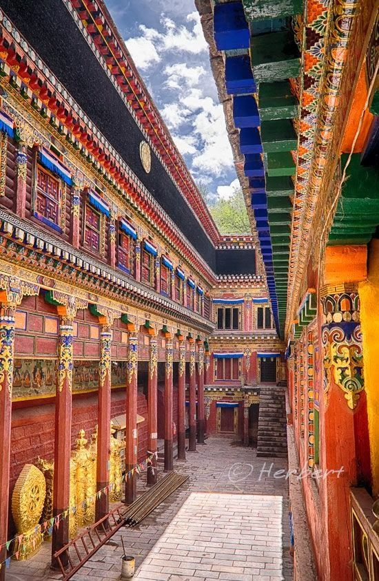 Bakong Monastery in Tibet . Stunning Picz: Architecture
