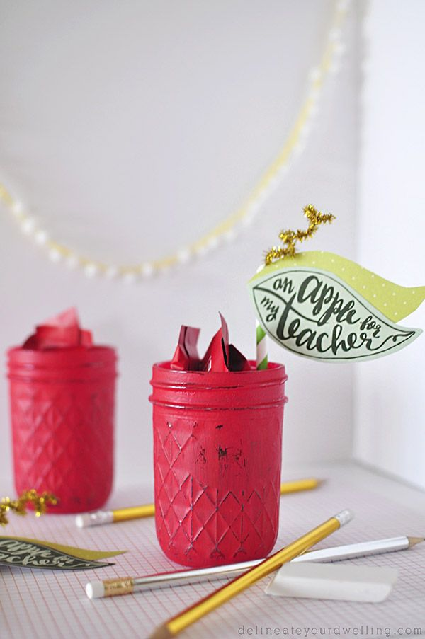 EASY Teacher Appreciation Gift idea : How to create this fun Apple Mason Jar with FREE printable from Persia.com / Delineateyourdwelling.com
